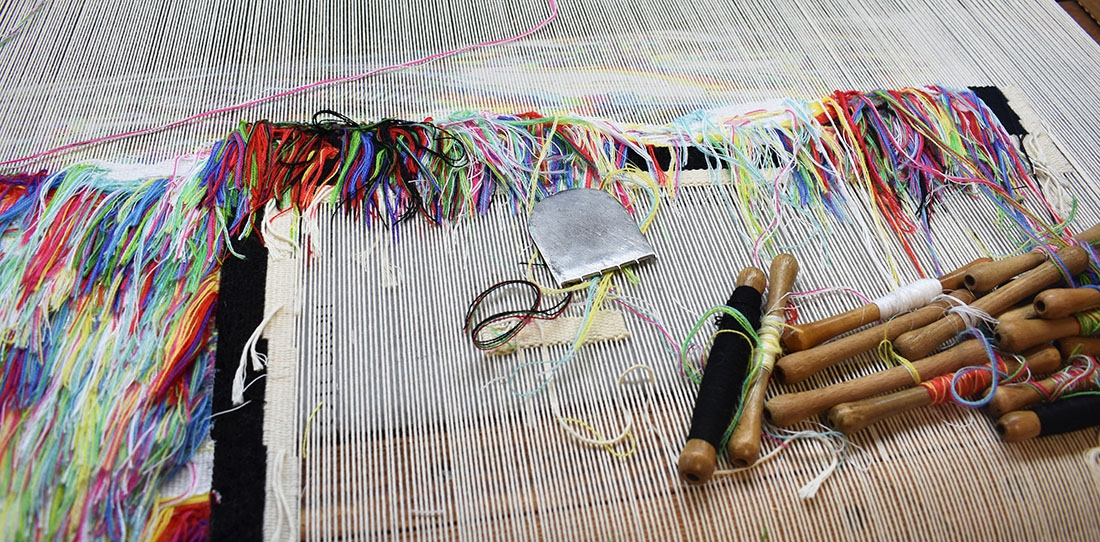 Weaving of the Teddy jacket by Christine Phung for the Cité de la tapisserie, Catherine Bernet workshop, Felletin