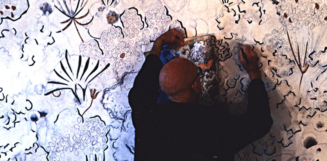Dom Robert, finalisant un carton de tapisserie