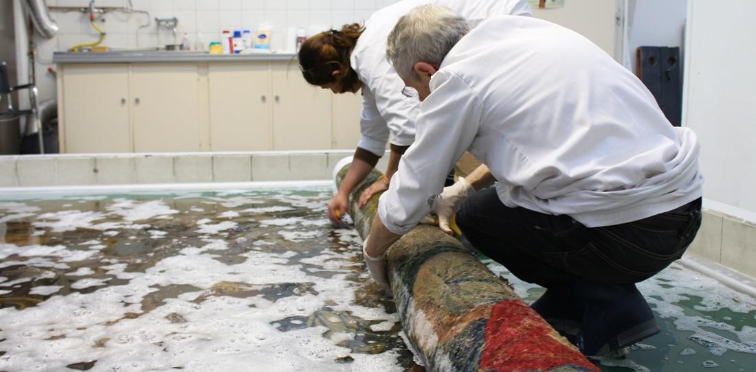 Nettoyage à grande eau de la tapisserie