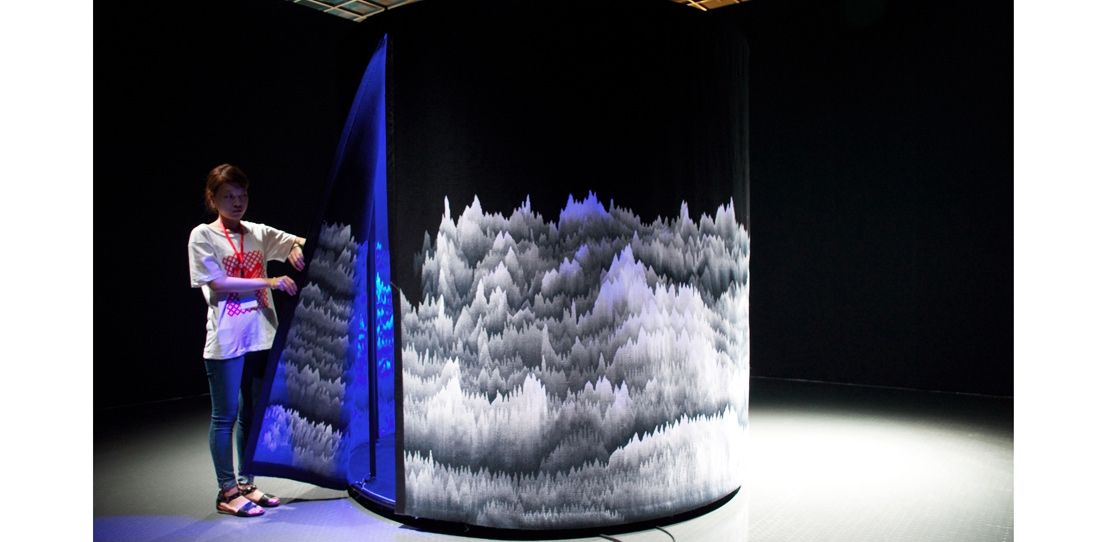 Panoramique polyphonique, Cécile Le Talec, exhibited at the first Hangzhou Triennale for textile art, China