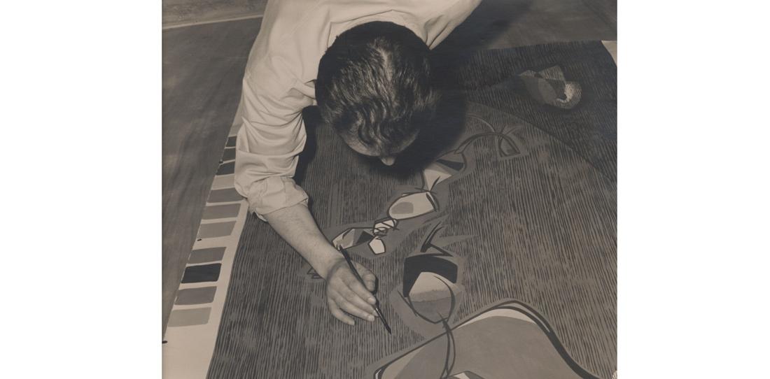 Michel Tourlière, retouche sur un carton de tapisserie